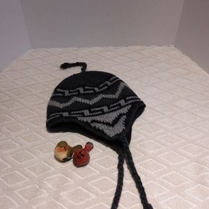 Hot Paws wool/acrylic blend hat